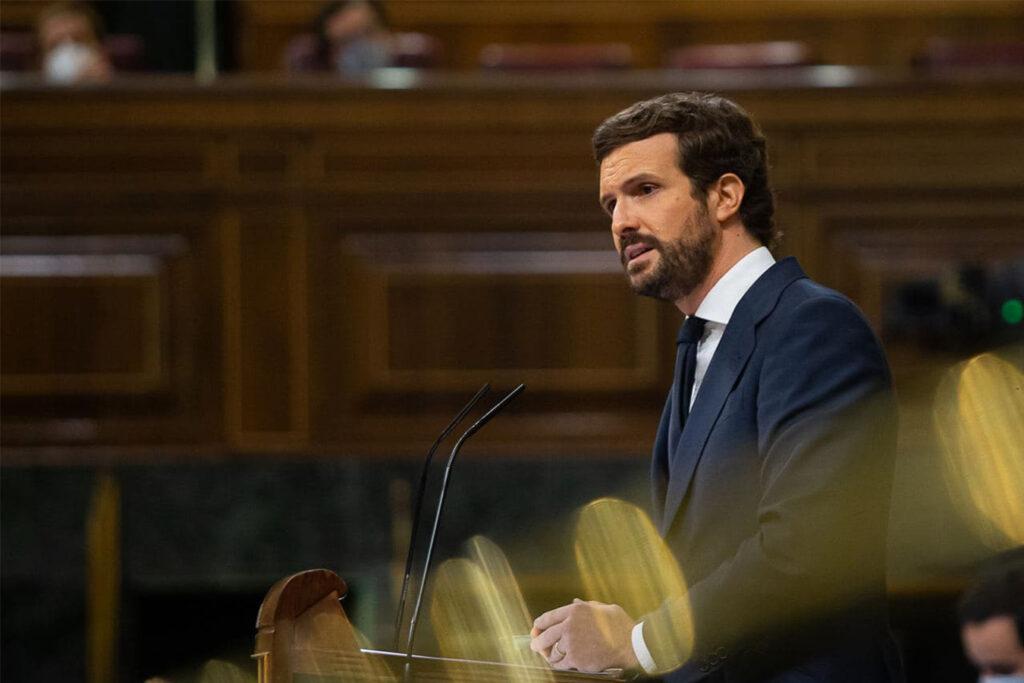 Pablo Casado (PP) nutzt bei seiner Rede Argumente des spanischen Revisionismus
