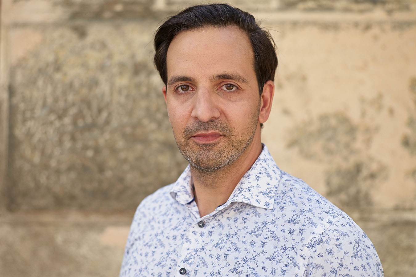 Porträt des österreichischen Politikers Fayad Mulla der Partei Wandel